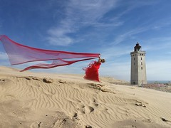 The red line (Laurent Delfraissy Photographie) Tags: reddress dune sable vent laurentdelfraissy rouge danemark visitdenmark