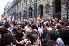 Rainbow flag -Savez-vous ce qu'il signifie ? (Loanne ou Lolo) Tags: gay pride pride2018 gaypride parade fête flag drapeau paris france