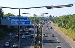 M60 Denton (J_Piks) Tags: motorway m60 manchester ringroad road highway denton sign roadsign lampposts streetlighting streetlamps j24 m67