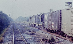 Two B&O GPs on the New York train (CPShips) Tags: bo chessiesystem emd hopewell 1976