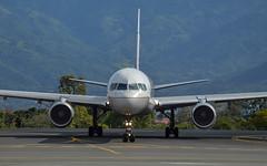 United B752 N17105 (aleks_cal) Tags: united unitedairlines boeing b757 boeing757 b752 costarica airport avion airplane taxiing landing