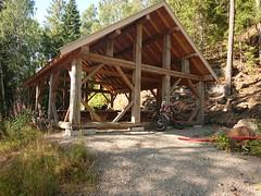 Picnic Shelter_3276 (mtbboy1993) Tags: picnictable tables bord roof wooded wood treverk tak romsåsen askim østfold norge norway skog forest gravel grus shade skygge sunny