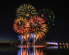 Bay City's 'Big Show' - focus pulling (TAC.Photography) Tags: 2018yip focuspull fireworks baycity saginawriver 4th 4thjuly celebration holiday art artistic artsy creative creativephotography tacphotography tomclarknet