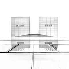 Kran-Haus (drbonn) Tags: architektur bearbeitungen köln orte sw