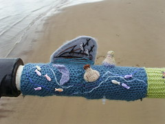 A Jolly Good Read knitted Little Mermaid (Nekoglyph) Tags: saltburn yarnstormers sys pier beach summer seaside cleveland knitted tableau sand railings water sea ajollygoodread 2018 knitting figures books literature characters thelittlemermaid shipwreck fish blue