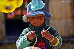 14-04-24 Perú (105) Lago Titicaca R01 (Nikobo3) Tags: américa sudamérica perú puno lagotiticaca islaapuinti islaflotante indios indiosuros travel viajes rural color culturas tribus gentes people portraits retratos pueblos nikon nikond800 d800 nikon7020028vrii nikobo joségarcíacobo social