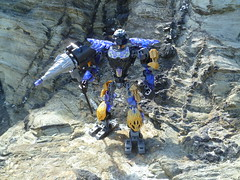 Onua Standing. (Working hard for high quality.) Tags: toy lego bionicle toa uniter elemental power earth rock land cliffs beach formation tool weapon hammer drill quake purple crystal gold