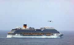 la nave sui tetti (fotomie2009) Tags: boat nave sea mare ship crociera costa crociere diadema cruise