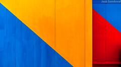 Teoria del Plano Inclinado. 05. Morro Jable, Fuerteventura, septiembre 2017. (Jazz Sandoval) Tags: 2017 amarillo azul arquitectura abstracción contraste canarias color curiosidad curiosity colour contrast digital day dìa dos diagonal diagonales españa exterior enlacalle fuerteventura geometría gráfico geometrías geometry geometrìa blue islascanarias ilustración jazzsandoval luz light lines lineas morrojable naranja orange rojo red streetphotography streetphoto yellow