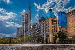 Summer in the City (FocusPocus Photography) Tags: frankfurt stadt city sommer summer wasser water wolkenkratzer skyscraper himmel sky springbrunnen fountain
