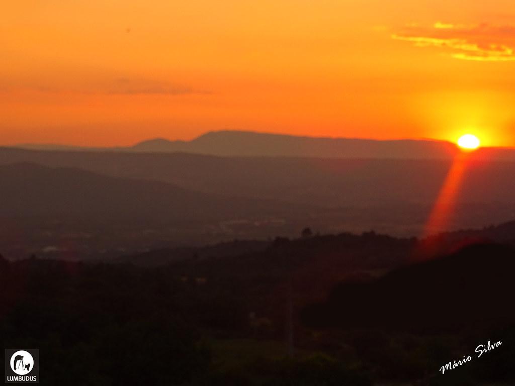 Águas Frias (Chaves) - ... pôr do sol por trás do Larouco ...