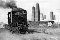 shunting with care (Drehscheibe) Tags: analogica hp5plus blackwhite 35mmfilm steamer fabric zug lokomotive nikonf2
