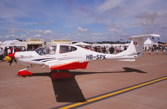 DA-40 Diamond Star (Pentakrom) Tags: riat fairford 2007 da40 diamond star hbspk