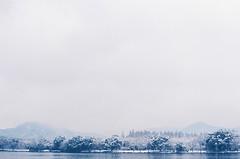after the snowy night 1 (qw0aszx) Tags: 35mm film china hangzhou canonae1 fujic200 snow westlake
