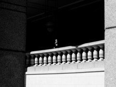Liverpool Street (haiku-do.photography) Tags: london londonstreetphotography londonstreets streetphotography streetphoto streetpeople streetphotobw streetstory streetphotographer urbanphoto blackandwhite bw blancoynegro nikon nikonuk nikonart 50mm