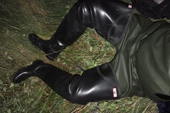 Ready to explore in Coarsefishers (essex_mud_explorer) Tags: hunter gates uniroyal black rubber thigh hip boots waders thighboots thighwaders rubberboots rubberwaders vintage watstiefel cuissardes gummistiefel rubberlaarzen rainwear raingear