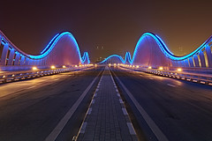 Meydan Bridge - Dubai (Joao Eduardo Figueiredo) Tags: meydan bridge dubai neon lights waves united arab emirates unitedarabemirates uae nikon nikond850 joaofigueiredo joaoeduardofigueiredo