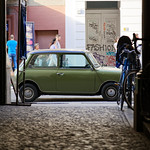 Kleines grünes Auto thumbnail