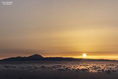 El sol vigila por encima de Tenerife (Iván Cárdenes Muñoz) Tags: tamadaba islascanarias grancanaria