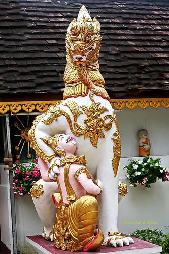 Wat Prathat Doi Kham. วัดพระธาตุดอยคำ