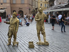 Prague Living Statues. (aitch tee) Tags: prague praha czechrepublic touristattraction touristviews livingstatues