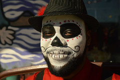 Grinning skull (radargeek) Tags: dayofthedead 2017 october plazadistrict okc oklahomacity facepaint skull