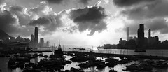 Harbour Silhouette (Wilson Au | 一期一会) Tags: hongkong victoriaharbour monochrome blackandwhite evening sunset landscape panorama iphone backlight noir