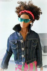 Kieron Morel (Deejay Bafaroy) Tags: fashion royalty fr doll puppe integrity toys kieron kieronmorel colorinfusion homme male portrait porträt black schwarz blue blau pink rosa sunglasses sonnenbrille jacket jacke