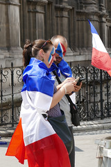 Parisien couple, ready for the World Cup Final - seen on the streets of Paris (Monceau) Tags: 196365 365picturesin2018 365the2018edition 3652018 day196365 15jul18 couple painted tricoleur worldcup flag pride