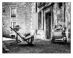 D'un autre temps. (francis_bellin) Tags: 2018 noiretblanc streetphoto street rue photoderue juin blackandwhite montpellier monochrome