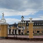 Schloß Karlsruhe: Eingang und Westflügel thumbnail