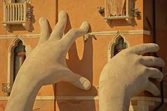 Non mi prenderete / You can't catch me (Venice, Veneto, Italy) (AndreaPucci) Tags: venice veneto grand canal grande lorenzoquinn andreapucci sculpture support seagull