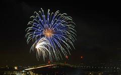 // Bravo les Bleus ! (Riex) Tags: fireworks feudartifice lights lumieres 4thofjuly fourthofjuly independenceday fostercity sanmateobridge california californie alpamount xmount metabones speedbooster adapter takumar smc 300mm f4 fujifilm xm1 fujix m42 screwmount pentaxmount