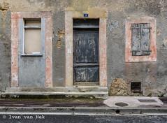 Rue de l'Abattoir, Boulogne-sur-Gesse (Ivan van Nek) Tags: ruedelabattoir boulognesurgesse hautegaronne midipyrénées 31 occitanie doorsandwindows urbandecay peelingpaint volets luiken shutters ramenendeuren tür fenêtre nikon d7200 nikond7200 window