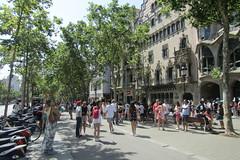 Casa Batlló, Passeig de Gràcia (*SHERWOOD*) Tags: spain barcelona casabatlló antonigaudí