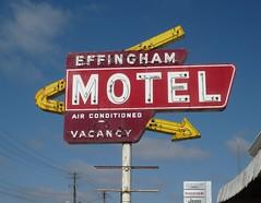 Effingham Motel arrow sign (Joanna Key) Tags: neon oldsign vintagesign effinghammotel illinois arrow sign us route 40