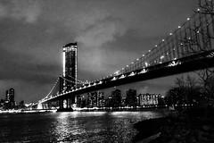 Manhattan-Bridge by Night (trombone65 (PhotoArt Laatzen)) Tags: nyc newyorkcity city nachtaufnahme usa langzeitbelichtung nacht brücke brooklynbridge brooklyn newyork