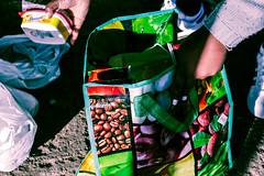 CENTRAL: Dia de Visita - Fotodocumentário (Bernardo.Speck) Tags: sacolas maos hands price preço mantimentos arredores presídio central presídiocentral fotojornalismo fotodocumentário photography documentary portoalegre