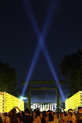 Yasukuni Shrine Summer Festival (2) (seiji2012) Tags: 東京 靖国神社 御霊祭 光線 ビーム 夏祭り festival light beam lantern night shrine 献灯