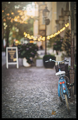 Lovely bokeh at f 1.2 (Krueger_Martin) Tags: fahrrad bycicle bokeh beyoundbokeh offenblende 85mm canoneos5dmarkii canoneos5dmark2 canonef85mmf12lii hdr photomatix light lights licht berlin prenzlauerberg oderbergerstrase city stadt urban