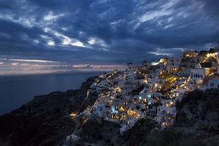 Cae la noche en Oia (Santorini - Grecia)