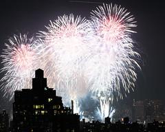 Macys Fireworks NYC 2018-8 (Diacritical) Tags: nikond850 pattern 70200mmf28 16secatf80 july42018 83139pm f80 175mm brooklyn macys4thofjuly fireworks