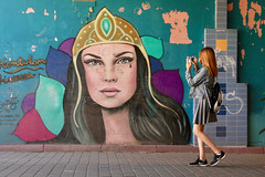 Crying for attention (Alex L'aventurier,) Tags: helsinki finland city art europe graffiti murale girl woman wall mur femme fille photo finlande urbain urban street rue candid cell phone cellulaire