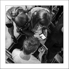 Partage virtuel... (Panafloma) Tags: 2018 architecturebatimentsmonuments bandw bw bateau bâtiments famille grandebretagne greatbritain géographie nadine nadinebauduin natureetpaysages objetselémentsettextures personnes techniquephoto transports végétaux adolescents blackandwhite escalier ferry hôtel monochrome noiretblanc noiretblancfrance portable téléphone france fr