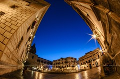 Piazza Pretoria (Peppis) Tags: sicilia sicily palermo italia italy peppis giuseppecostanzo nikon nikond7000 anticando centrostorico hccity hcct orablu bluehour opteka fisheye nationalgeographic fotosicule fotonotturne fotosnocturnes versoilcielo night nightlights nightimage notturno bestimageofitaly