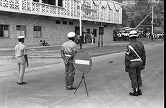 album1-film14-foto036 (Stichting Papua Erfgoed) Tags: papuaheritagefoundation stichtingpapuaerfgoed papua irianjaya voormalignederlandsnieuwguinea nederlandsnieuwguinea irianbarat anthonyvankampen pace fotograafjosdonkers josdonkers