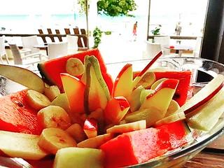 Απολαύστε λαχταριστη φρουτοσαλάτα με ολοφρεσκα φρούτα εποχής, ελληνικό μέλι και παραδοσιακό γιαούρτι! #CoconesBeachBar #Cocones #Polichrono #Chalkidiki #Cocktail_Bar #Food #Bar_Food #Street_Food #Lounge #Music #Speakeasy #Day_and_Night #Summer_2018 #new_i