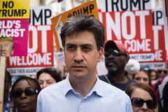 Ed Miliband (Sean Batten) Tags: london england unitedkingdom gb europe nikon df 50mm streetphotography street edmiliband protest trump