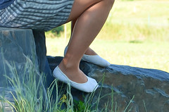V piškotech na výletě (025) (Merman cvičky) Tags: balletslippers ballettschläppchen ballet slipper ballerinas slippers schläppchen piškoty cvičky ballettschuhe ballettschuh punčocháče pantyhose strumpfhosen strumpfhose tights collants medias collant socks nylons socken nylon spandex elastan lycra