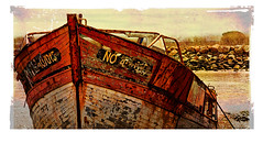 cimetière de bateaux (9) (Marie Hacene) Tags: noirmoutier cimetière bateaux textures coques ancien